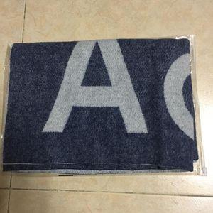Acne Studios 艾克妮蓝色字母款羊毛围巾