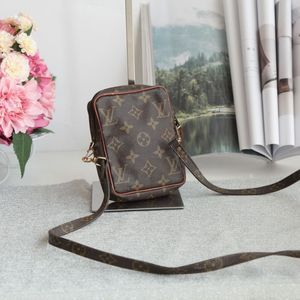 Louis Vuitton 路易.威登mini小方包单肩包