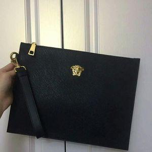 Versace 范思哲十字纹手拿包