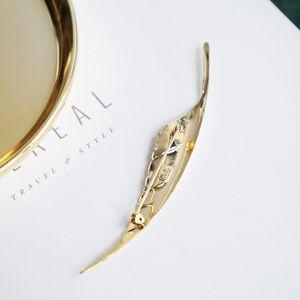 Dior 迪奥芭蕉叶艺术胸针