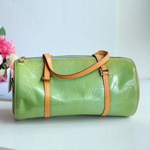 Louis Vuitton路易.威登翠绿漆皮配皮小圆筒手提包