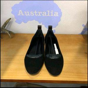 Louis Vuitton 路易·威登麂皮平底鞋