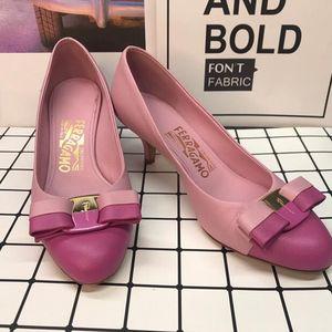 Ferragamo 菲拉格慕粉色真皮十字纹拼色中跟鞋