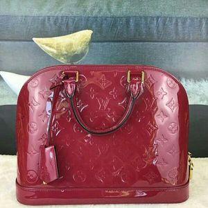 Louis Vuitton 路易·威登漆皮红色贝壳手提包