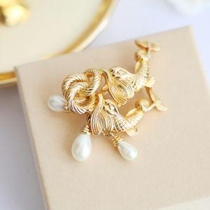 Dior 迪奥珍珠闪亮金鱼胸针