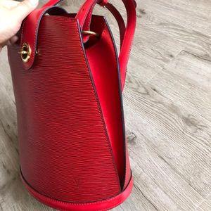 Louis Vuitton 路易·威登红色水波纹EPI桶包