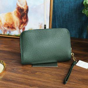 Louis Vuitton 路易·威登SN07068经典浅绿色牛皮压纹手拿包