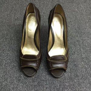 TOD'S托德斯鱼嘴女士高跟鞋。