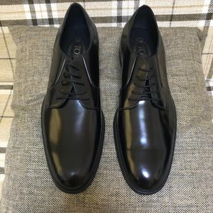 TOD'S 托德斯黑色亮面经典款系带皮鞋