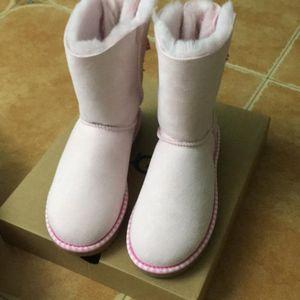 UGG UGG 粉色蝴蝶结中筒雪地靴