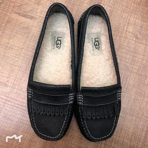 UGG 真皮真毛平底靴豆豆鞋