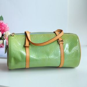 Louis Vuitton 路易.威登翠绿漆皮配皮小圆筒中古手提包