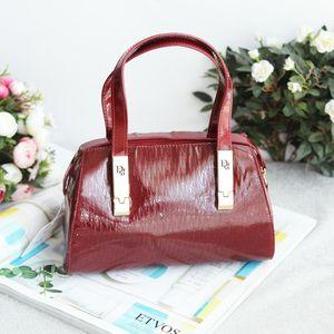 Dior 迪奥酒红漆皮压纹小号手提包