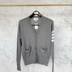 Thom Browne 汤姆·布朗5扣丝光羊毛开衫