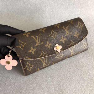 Louis Vuitton 路易·威登老花四叶草花扣女士钱包