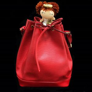 Louis Vuitton 路易·威登红色水波纹牛皮抽带水桶包