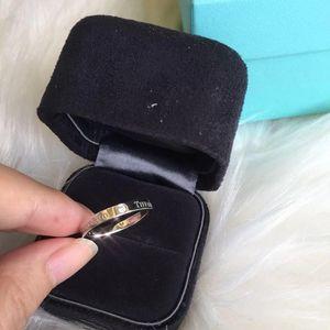Tiffany & Co. 蒂芙尼三钻戒指镶钻铂金pt950