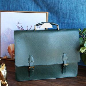 Louis Vuitton路易.威登小牛皮十字压纹手提公文包