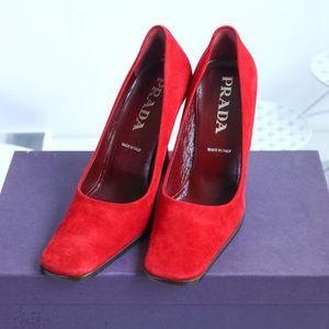 PRADA 普拉达酒红色高跟鞋