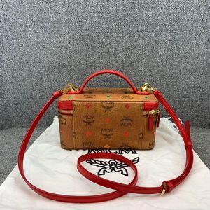 MCM  铆钉化妆包手提包