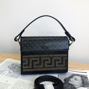 Versace 范思哲黑色铆钉款盒子手提包