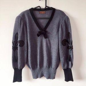 Yves Saint Laurent 伊夫·圣罗兰V领蝴蝶结蝙蝠针织衫