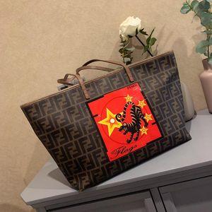FENDI 芬迪老虎logo购物袋单肩包