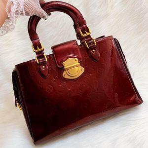 Louis Vuitton 路易·威登金扣车厘子漆皮压纹手提包