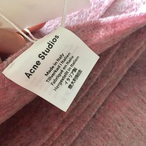 Acne Studio灰粉色羊毛围巾