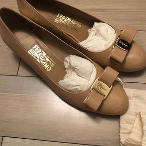 Ferragamo 菲拉格慕裸色皮鞋