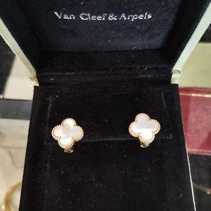Van Cleef Arpels 梵克雅宝白贝母中号耳钉