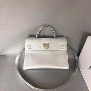 Dior 迪奥Diorever系列手袋银色小牛皮托特包