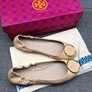 Tory Burch 托里·伯奇女款漆皮平底鞋