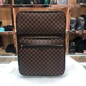 Louis Vuitton 路易·威登棕色棋盘行李箱