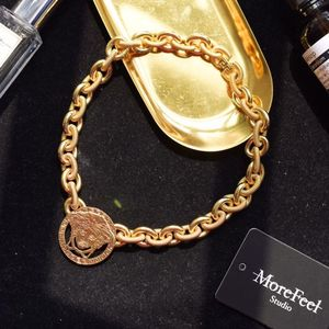 Versace 范思哲美杜莎浮雕圆盘重工锁链项链
