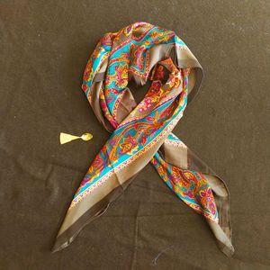 Yves Saint Laurent 伊夫·圣罗兰灰边锦花超大薄丝巾