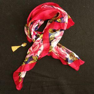 Yves Saint Laurent 伊夫·圣罗兰红玫瑰夏季薄款丝巾