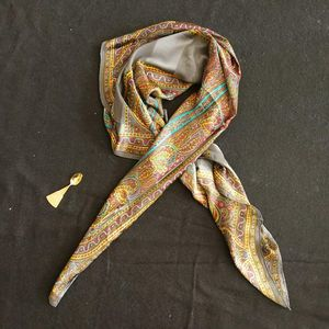 Yves Saint Laurent 伊夫·圣罗兰夏季超大薄款民族风丝巾