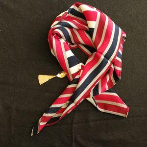 Yves Saint Laurent 伊夫·圣罗兰红蓝灰薄款丝巾