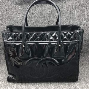 CHANEL 香奈儿黑色漆皮手提包