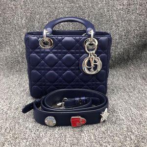 Dior 迪奥四格徽章手提包