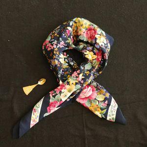 Yves Saint Laurent 伊夫·圣罗兰FJ05045深蓝底繁花夏日大丝巾