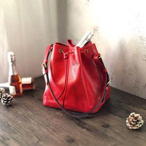 Louis Vuitton 路易·威登红宝石小香槟桶小水桶单肩包