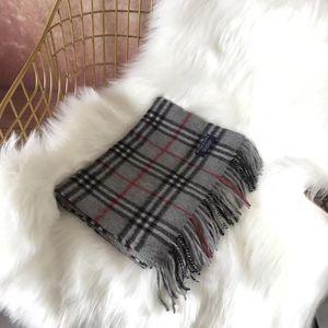 Burberry 博柏利经典灰色小格子羊绒围巾