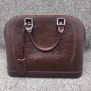 Louis Vuitton 路易·威登女士漆皮水波纹贝壳手提包
