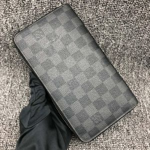 Louis Vuitton 路易·威登灰棋盘手拿包