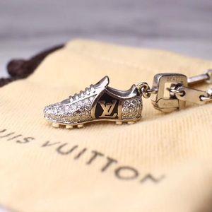 Louis Vuitton 路易·威登世界杯限量纪念版白金镶钻吊坠