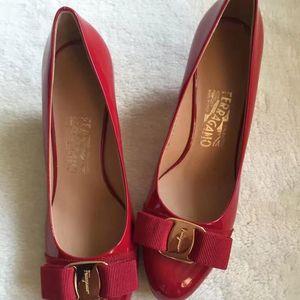 Ferragamo 菲拉格慕女士红色高跟鞋