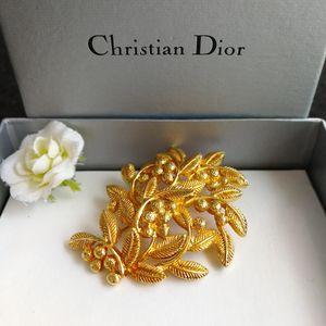 Dior 迪奥XL12001红山果艺术胸针