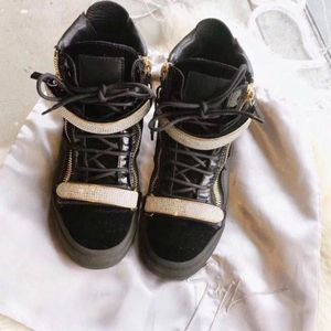 Christian Louboutin 克里斯提·鲁布托黑丝绒休闲鞋